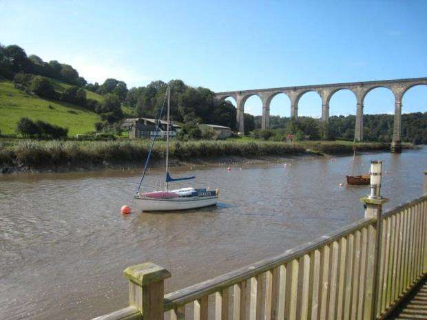 2 Bedrooms Terraced Bungalow for sale in 1 The Riverside, The Quay, Calstock, Cornwall