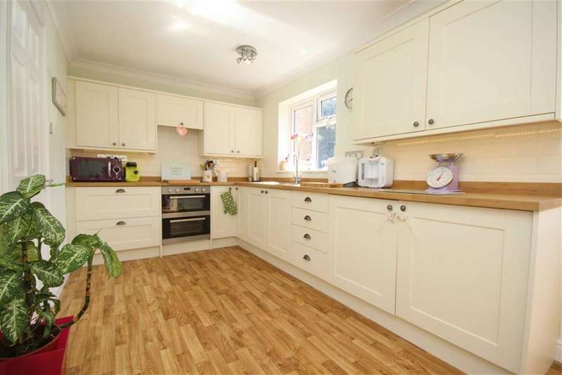 2 Bedrooms Apartment Flat for sale in Dores Court, Upper Stratton, Swindon