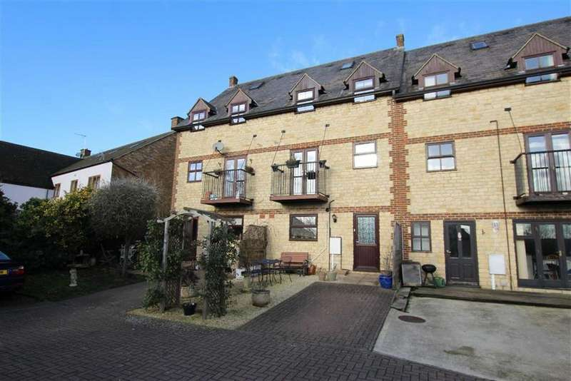 4 Bedrooms Town House for sale in 12, Buckingham Road, Brackley