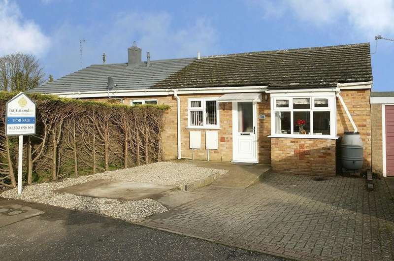 2 Bedrooms Semi Detached Bungalow for sale in Larwood Way, Shipdham