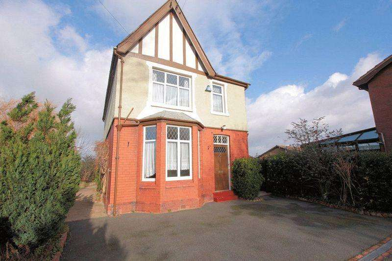 3 Bedrooms Detached House for sale in Dyserth Road, Rhyl