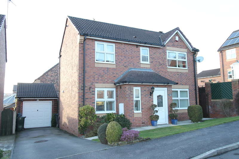 3 Bedrooms Detached House for sale in Helston Crescent, Monk Bretton, Barnsley, S71 2BS