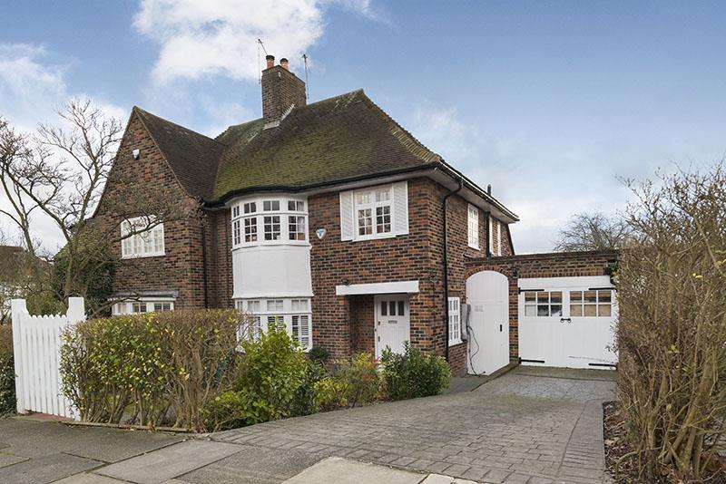 4 Bedrooms Semi Detached House for sale in Hilltop, NW11