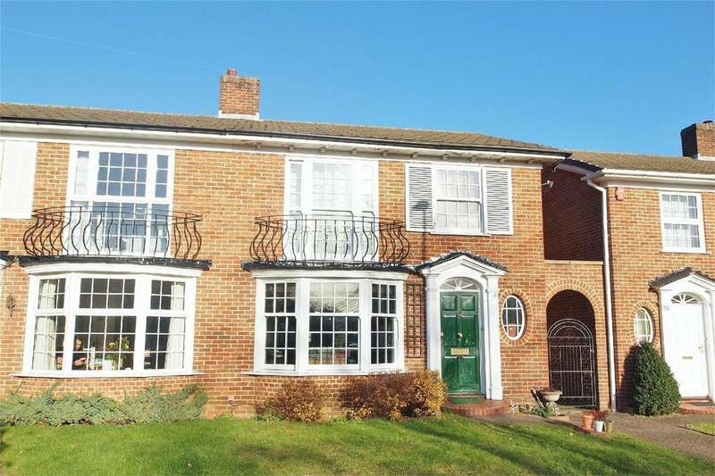 3 Bedrooms Semi Detached House for sale in Springpark Drive, Beckenham, Kent