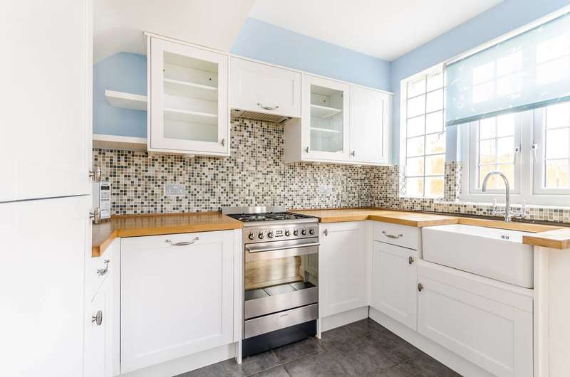 2 Bedrooms House for sale in Sudbury Crescent, Bromley, BR1