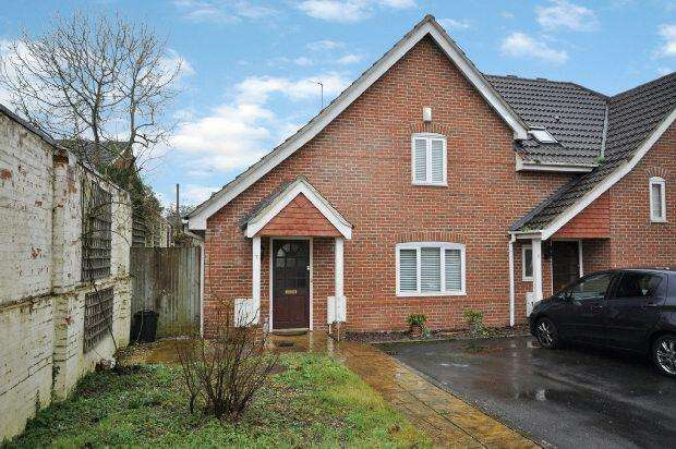 2 Bedrooms Semi Detached House for sale in Carpenters Close, Woodley, Reading,