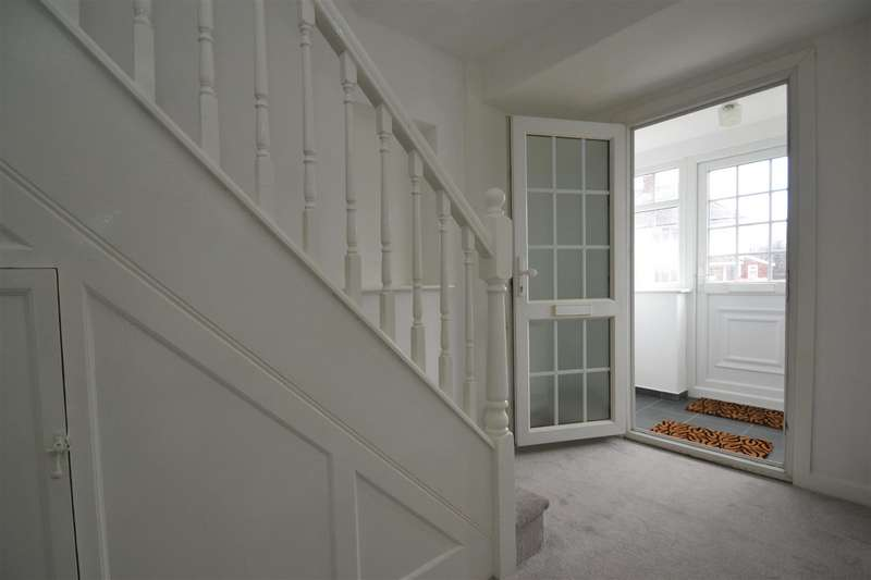 3 Bedrooms Semi Detached House for sale in Parkway, Horley