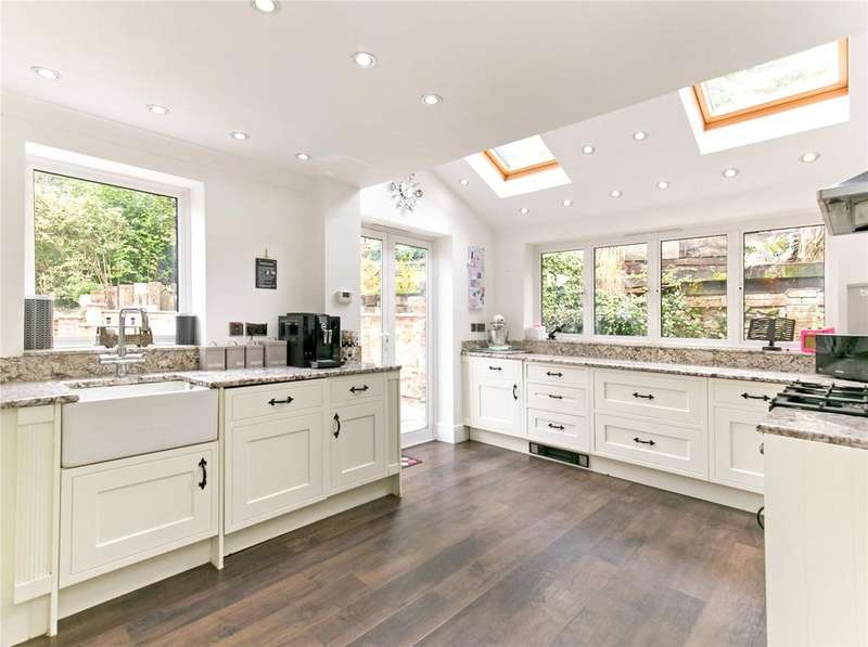 3 Bedrooms Semi Detached House for sale in Crown Point Cottage, Seal Chart, Sevenoaks, Kent, TN15