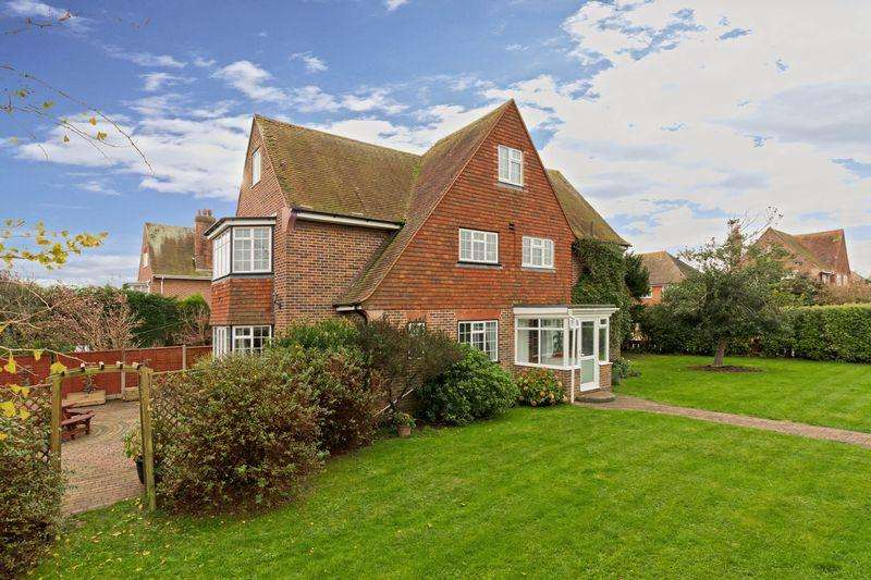 6 Bedrooms Detached House for sale in Amberley Drive, Goring-by-Sea