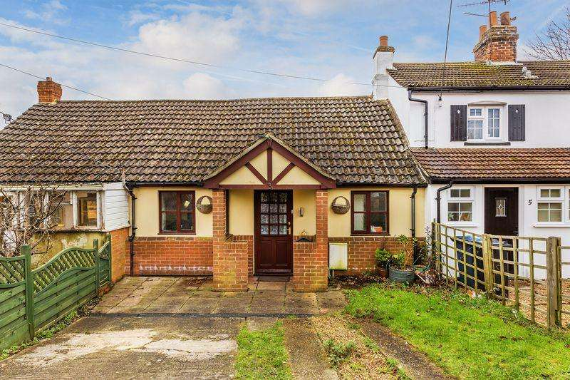 2 Bedrooms Semi Detached Bungalow for sale in Bishops Road, Farnham