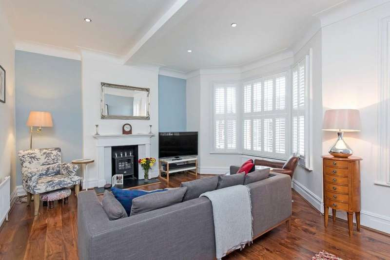 3 Bedrooms Apartment Flat for sale in Calbourne Road, London