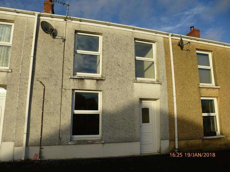 3 Bedrooms Terraced House for rent in New Road, Upper Brynamman, Ammanford, Carmarthenshire.