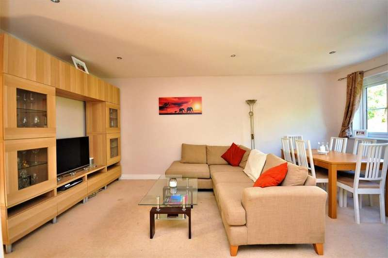2 Bedrooms Flat for sale in Sherriff Close, Esher