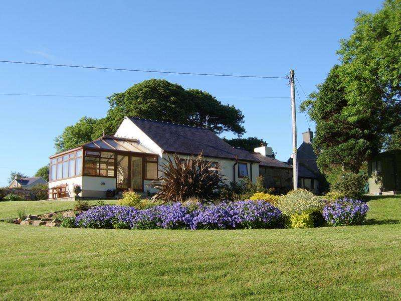 3 Bedrooms Detached House for sale in Tynlon, Llynfaes, Anglesey
