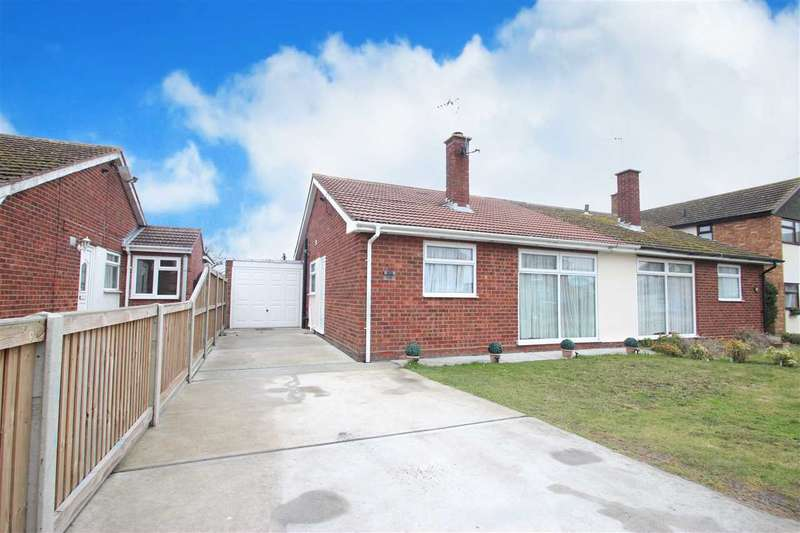 2 Bedrooms Bungalow for sale in James Gardens, St. Osyth