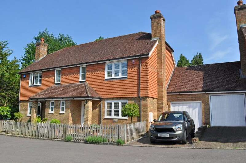 3 Bedrooms Semi Detached House for sale in The Farriers, Bramley, Guildford GU5 0HN