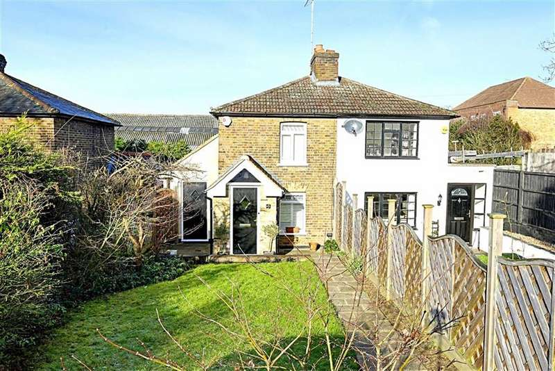 2 Bedrooms Semi Detached House for sale in Shaftesbury Road, Epping