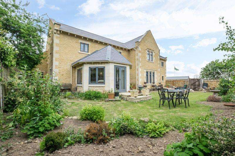 4 Bedrooms Detached House for sale in School Lane, Weldon