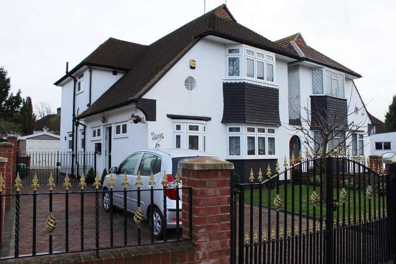 4 Bedrooms Link Detached House for sale in Woodham Road, London