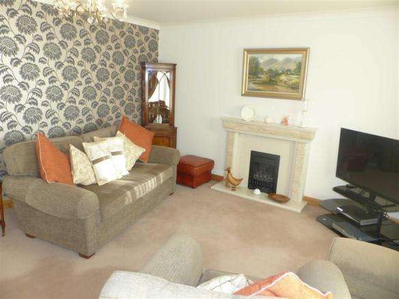 4 Bedrooms Property for sale in Almond Grove, Weymouth, Dorset