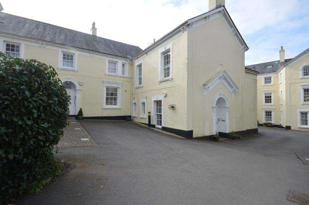 2 Bedrooms Flat for sale in Moorlands, Mill Street, Chagford, Newton Abbot