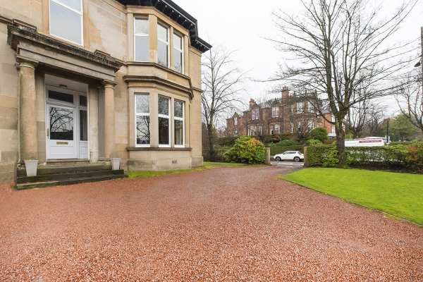 3 Bedrooms Flat for sale in Flat 9 1087, Glasgow