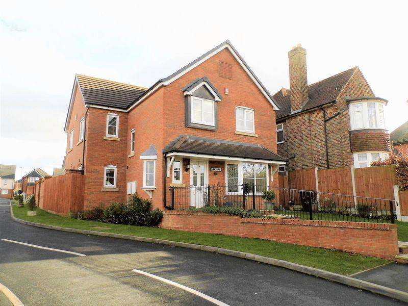 4 Bedrooms Detached House for sale in Redmires Close, Rushall, Walsall