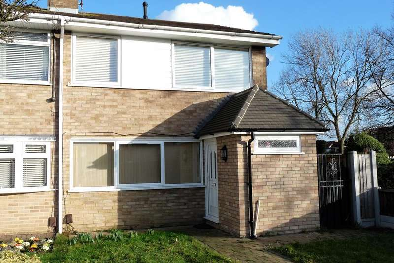 4 Bedrooms Semi Detached House for rent in Hyde Way, Wickford, Essex