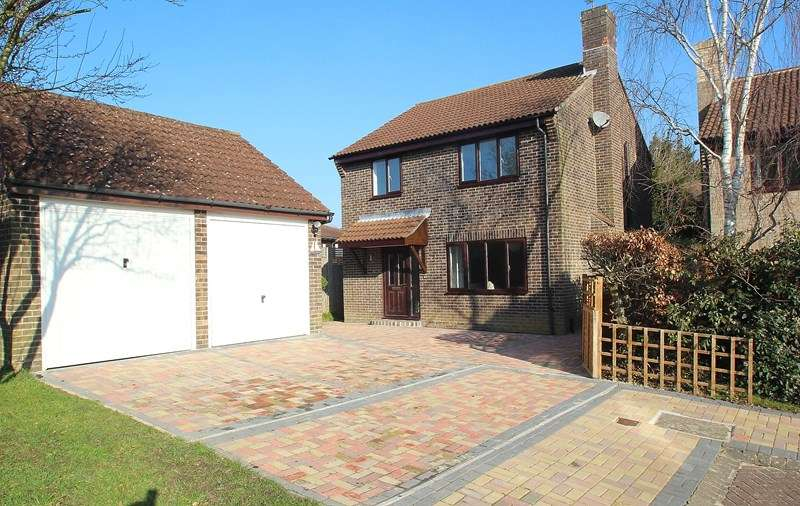 4 Bedrooms Detached House for sale in Cornfield, Fareham