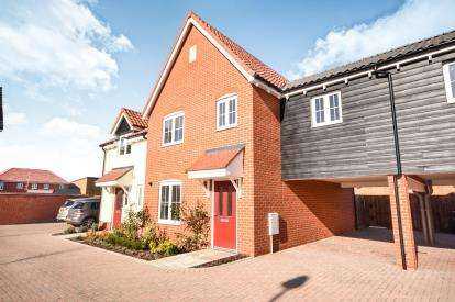 3 Bedrooms Terraced House for sale in Wyborne Park, Star Lane, Great Wakering