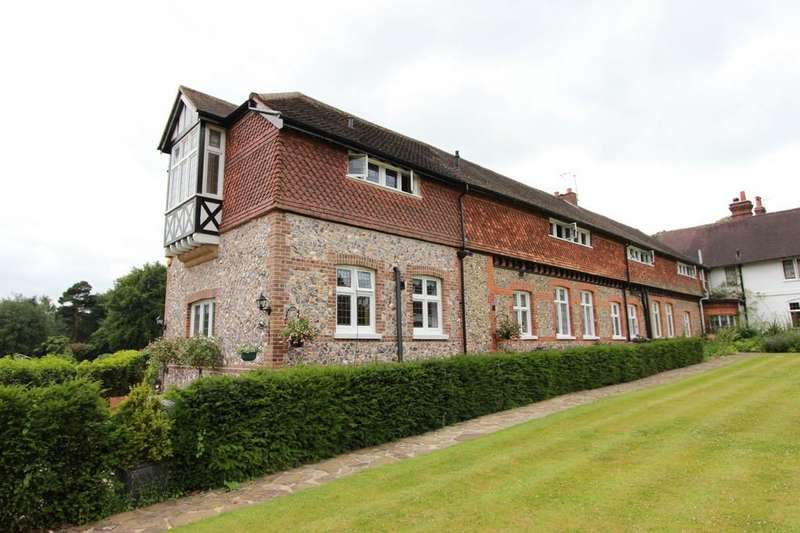 5 Bedrooms Manor House Character Property for sale in Hogscross Lane, Chipstead
