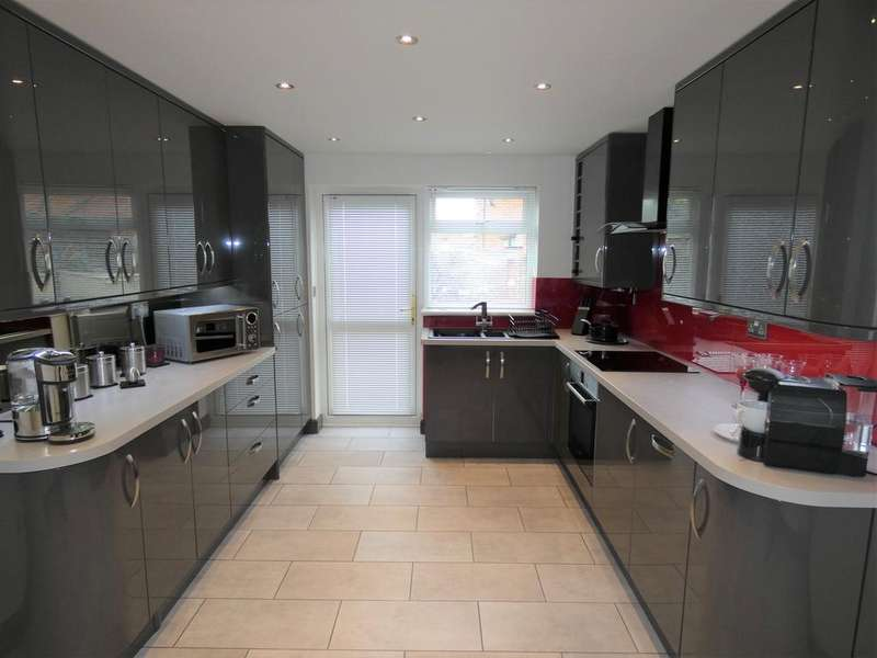 3 Bedrooms Semi Detached House for sale in Longridge, Colchester CO4