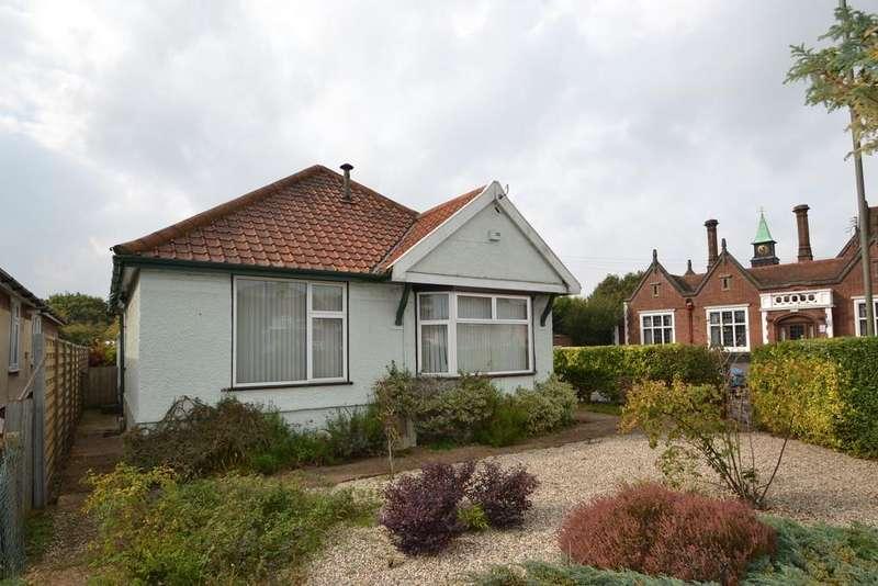 3 Bedrooms Detached Bungalow for sale in Nacton Road, Ipswich, IP3 9QB