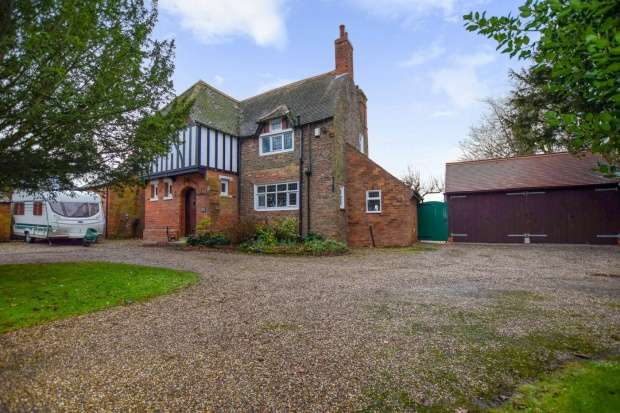 4 Bedrooms Detached House for sale in Main Road, Louth, Lincolnshire, LN11 0PF