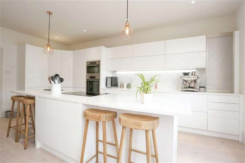 4 Bedrooms Maisonette Flat for sale in Church Road, Hove, East Sussex