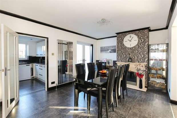 2 Bedrooms Semi Detached House for sale in The Butts