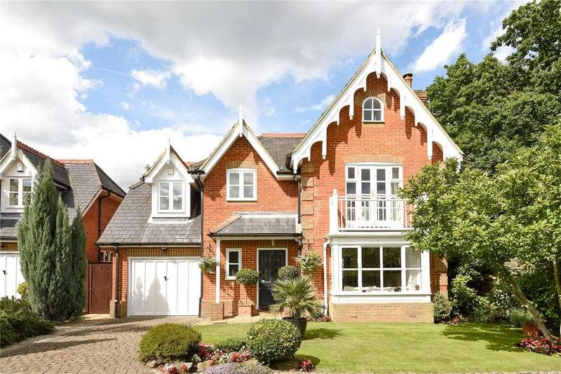 3 Bedrooms Detached House for sale in Devey Close, Coombe, Kingston-Upon-Thames, Surrey, KT2