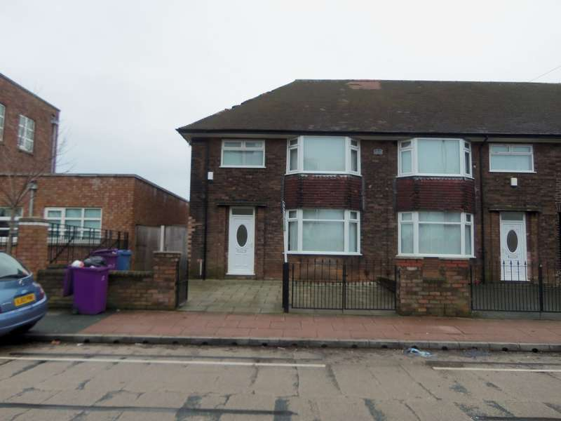 3 Bedrooms Semi Detached House for rent in Banks Road, Garston L19
