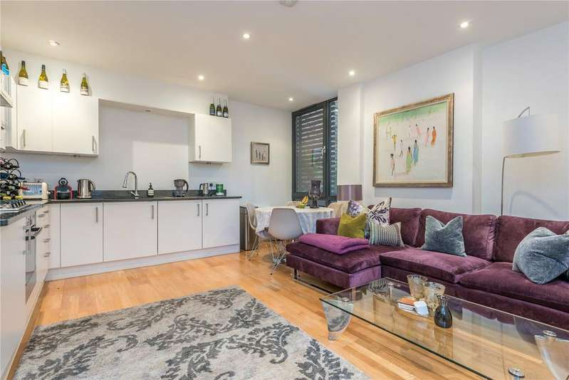 2 Bedrooms Flat for sale in Ingle Mews, Islington, London, EC1R
