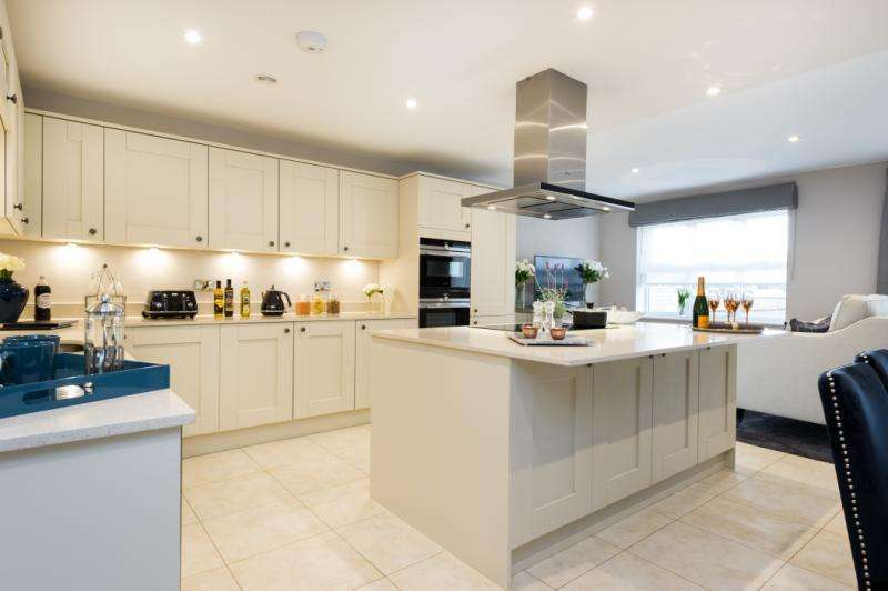 4 Bedrooms Semi Detached House for sale in Wytham House, Beaumont Gate, Abbey Road, Oxford