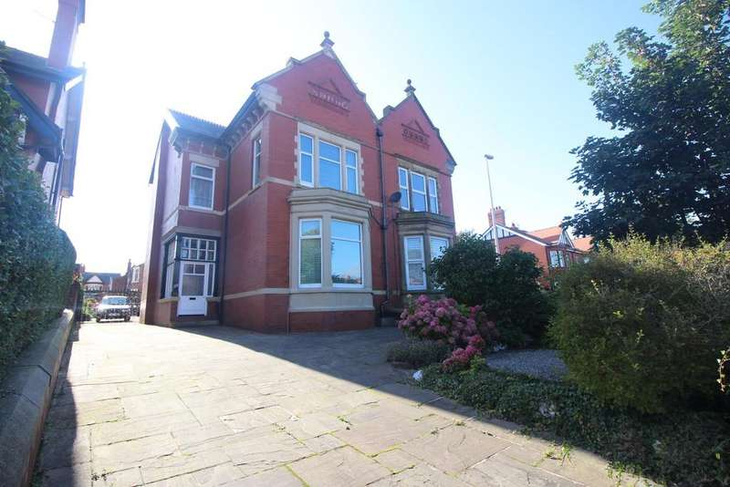 5 Bedrooms Semi Detached House for sale in Whitegate Drive, Blackpool