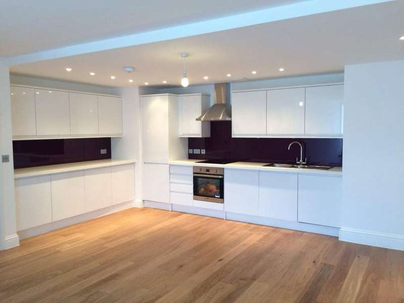2 Bedrooms Flat for sale in Comfort House, Bear Lane, Newbury, Berkshire, RG14
