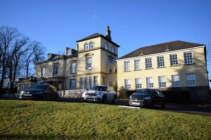 3 Bedrooms Ground Flat for sale in 7 Mount House, Dundonald Road, Kilmarnock,KA2 0AA
