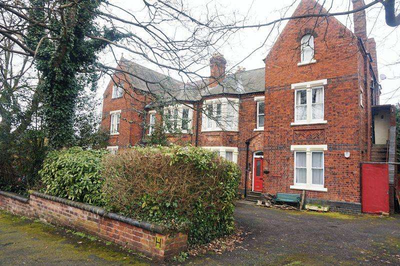 2 Bedrooms Apartment Flat for rent in Park Road, Park Hall, Walsall, WS5 3JU