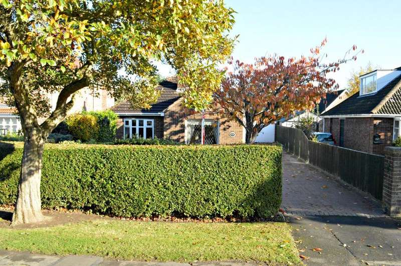 2 Bedrooms Detached Bungalow for sale in Cheapside, Waltham, Grimsby, North East Lincolnshire, DN37