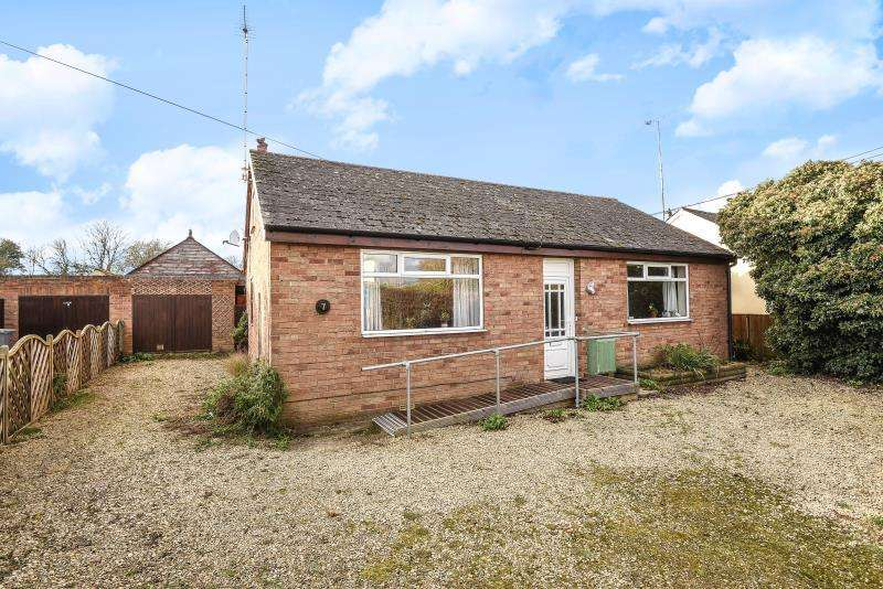 4 Bedrooms Detached House for sale in Lawton Avenue, Carterton, Oxon