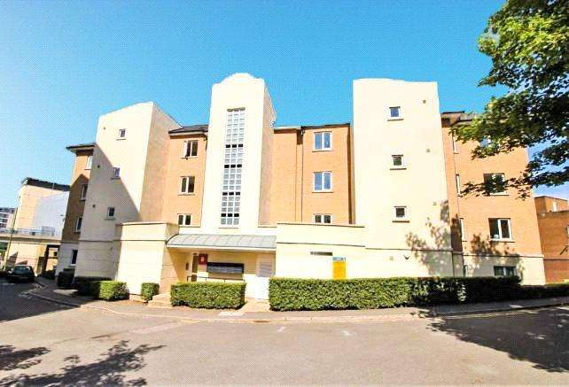 2 Bedrooms Apartment Flat for sale in Moorview House, Selden Hill, Hemel Hempstead, Hertfordshire, HP2