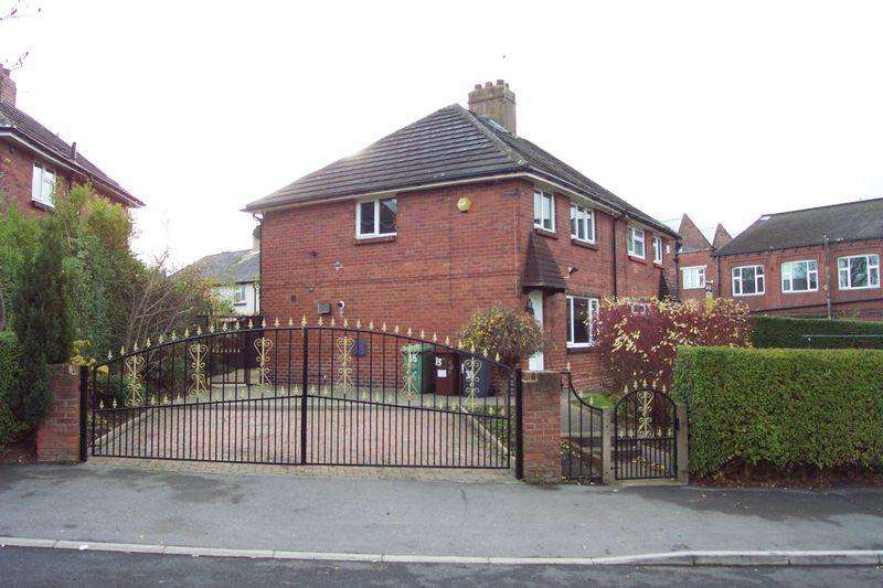 3 Bedrooms Semi Detached House for sale in Talbot View, Leeds