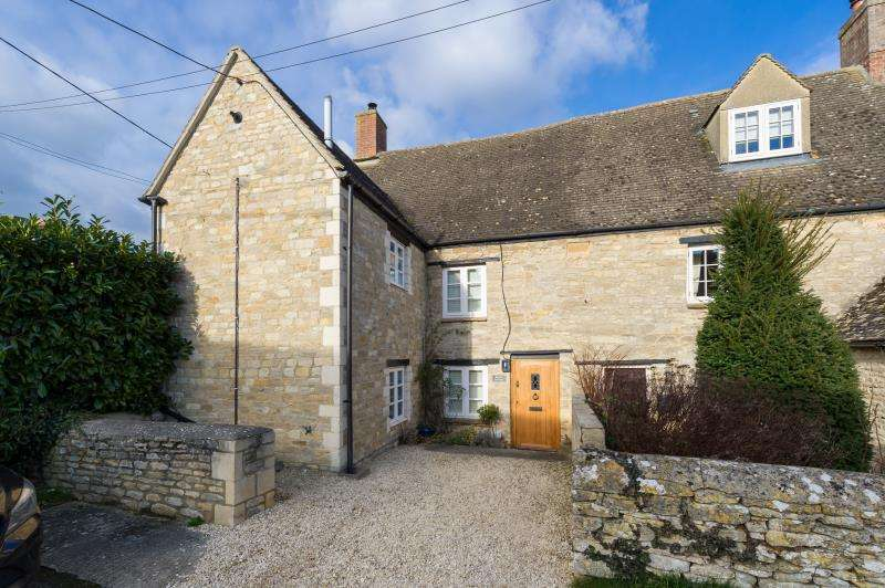 3 Bedrooms Semi Detached House for sale in Brecon Cottage, Tristram Road, Ducklington, Witney, Oxfordshire
