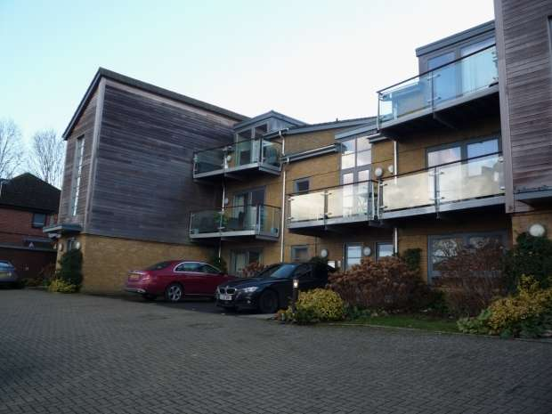 2 Bedrooms Apartment Flat for rent in Kingsmead Road High Wycombe
